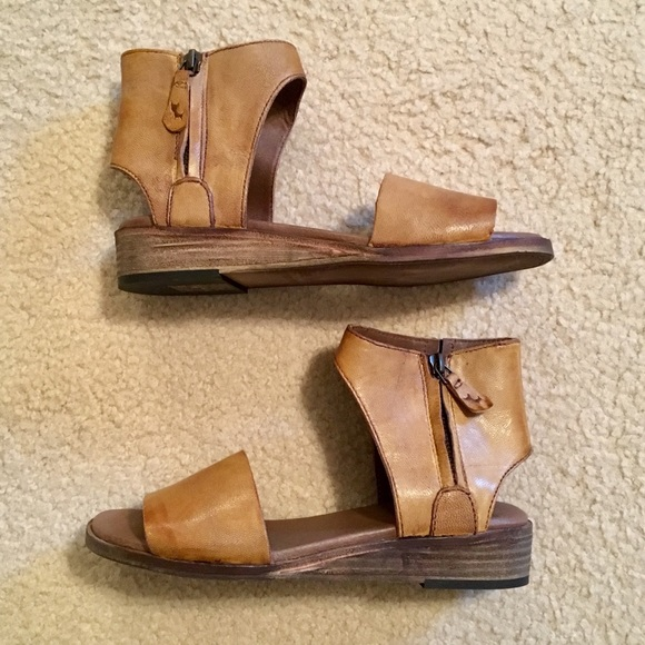 7d0f01185b9b Gee WaWa Handmade Cognac Leather Zip Sandals - NEW